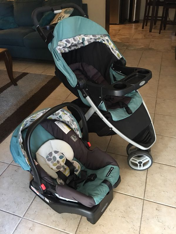 Graco pace click connect travel system in Boden for Sale
