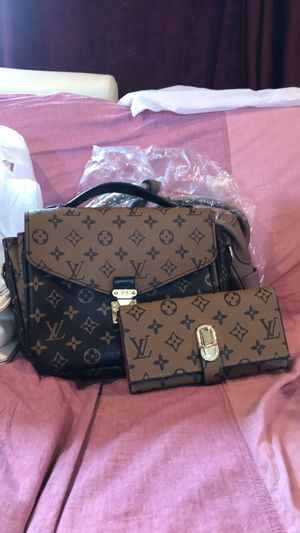 LV (second hands) with wallet high quality for Sale in Redmond, WA