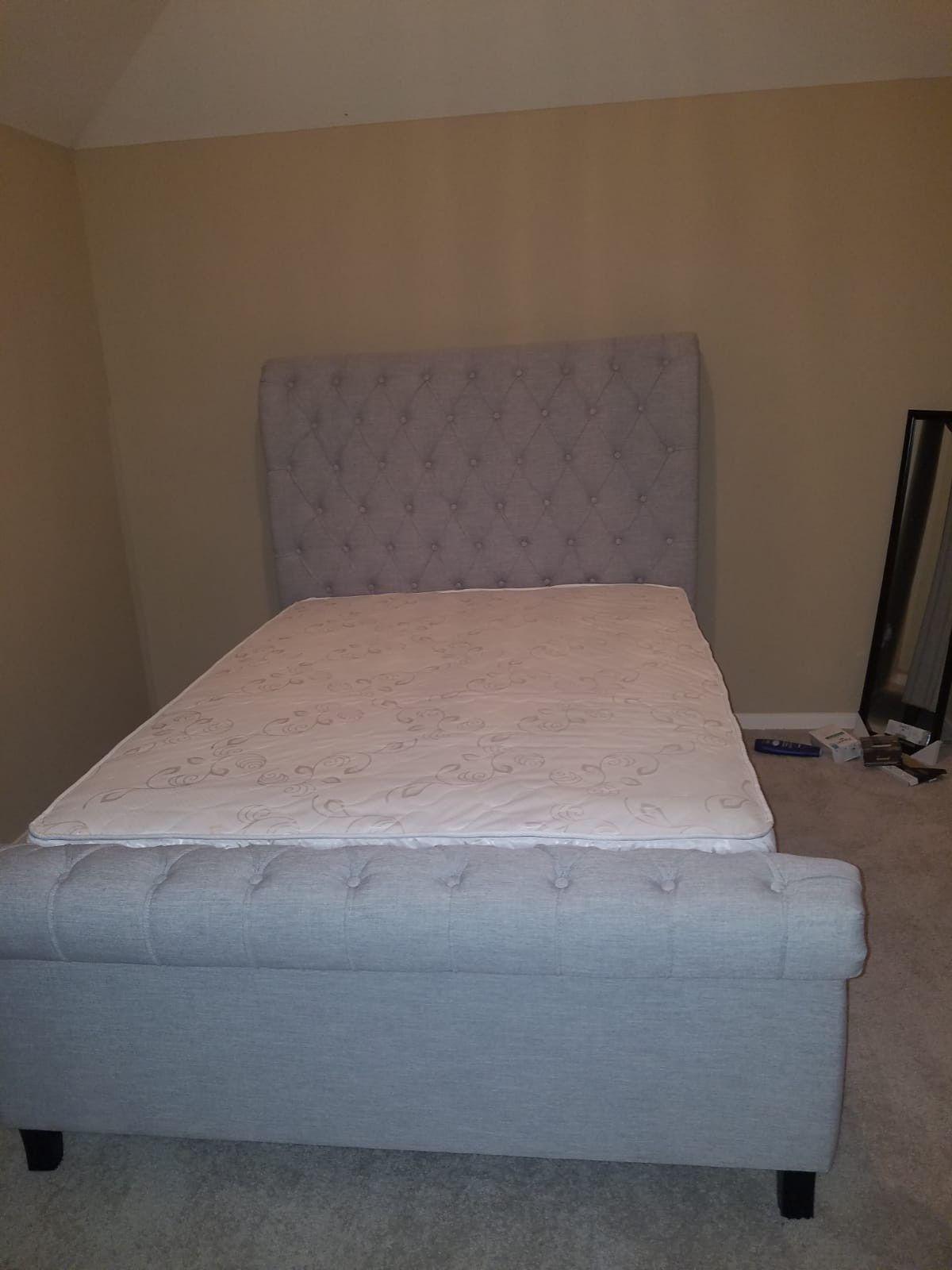 Queen bed frame whit mattress set