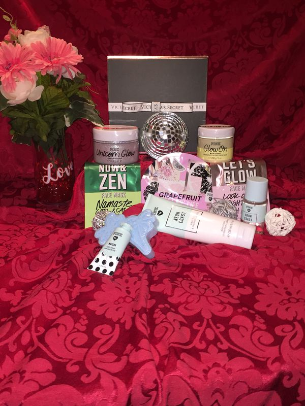 f604f92a55282 Victoria's Secret Unicorn Glow Scrub Gift Set for Sale in Milpitas, CA -  OfferUp