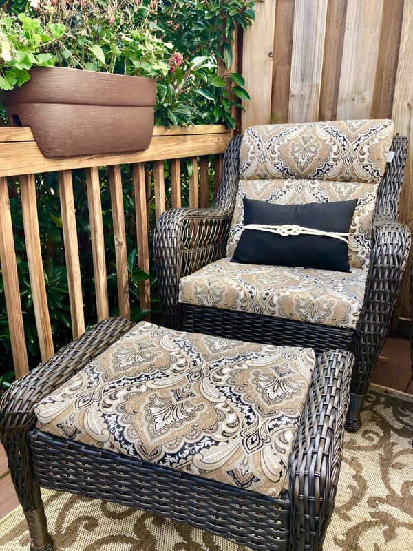 Like New Wicker Set 2 Chairs 2 Ottomans For Patio Outdoor All