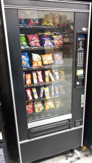 Snack vending machine fully working for Sale in Gaithersburg, MD