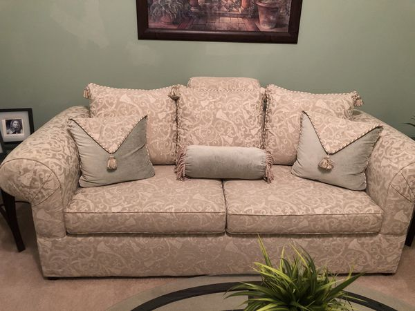 Italian sofa and pillows for Sale in Conyers, GA - OfferUp