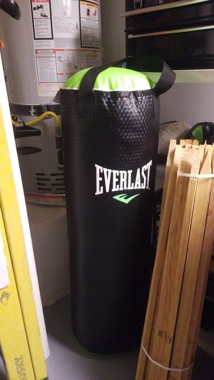 Punching bag (70lbs) for Sale in Henderson, NV