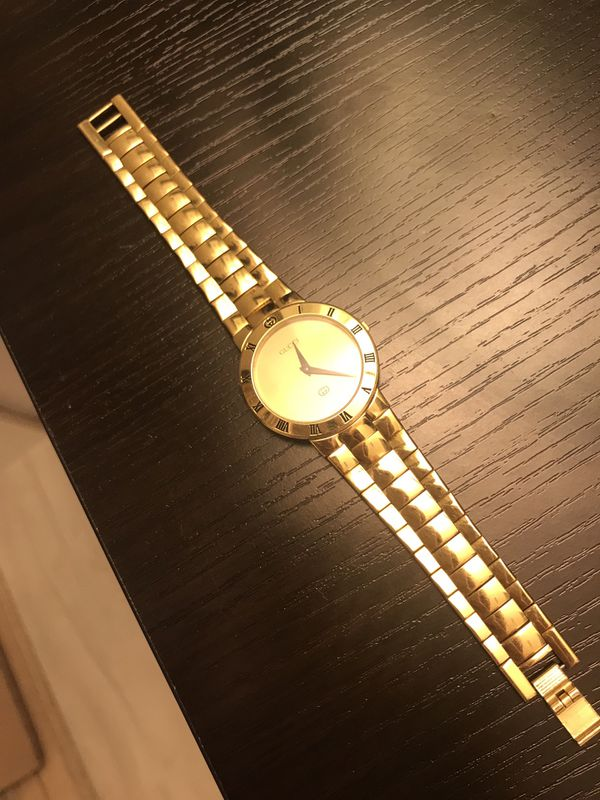b6ffbfd19af Rare All Gold Vintage Gucci Watch Christmas for Sale in Miami