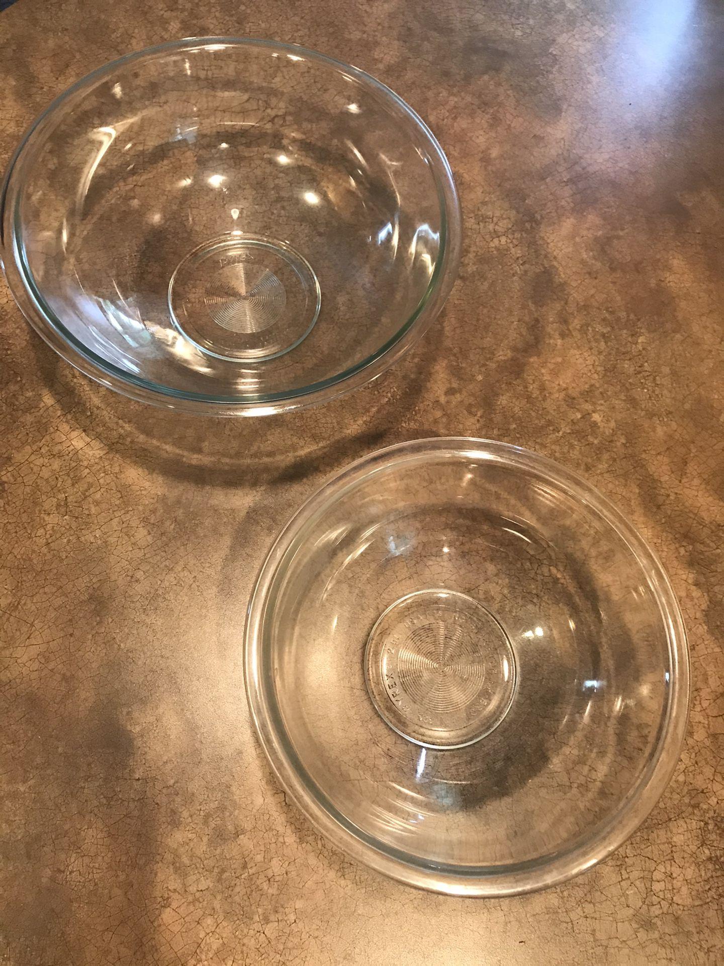 2 large vintage Pyrex nesting baking bowls