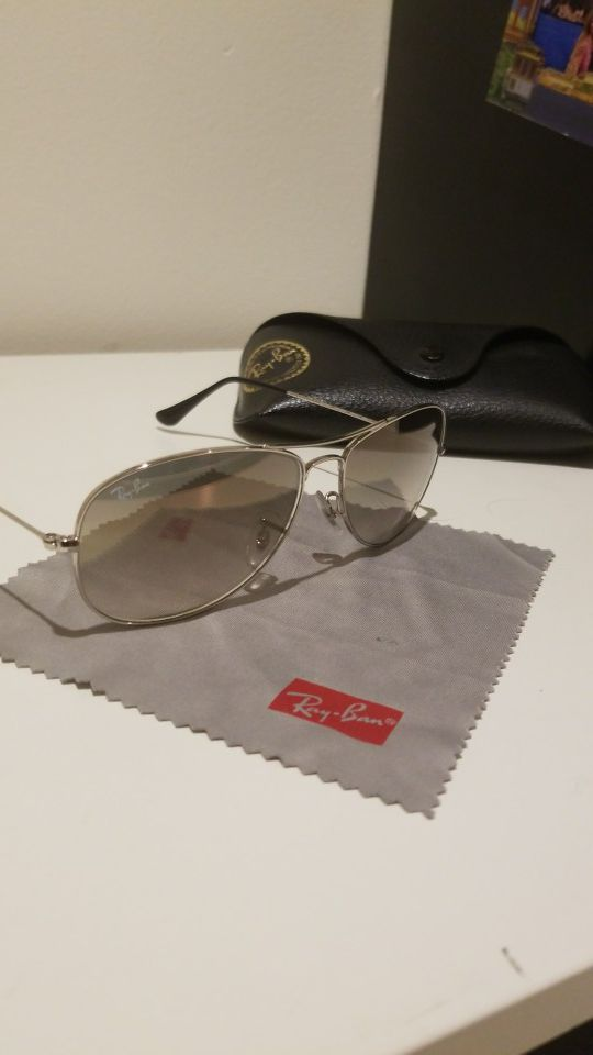 552418cf69 100% authentic Ray-Ban sunglasses! Comes with original box! for Sale ...