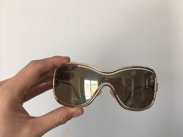 aa00fdda5b54 Vintage Gold Chanel sunglasses for Sale in Los Angeles, CA - OfferUp