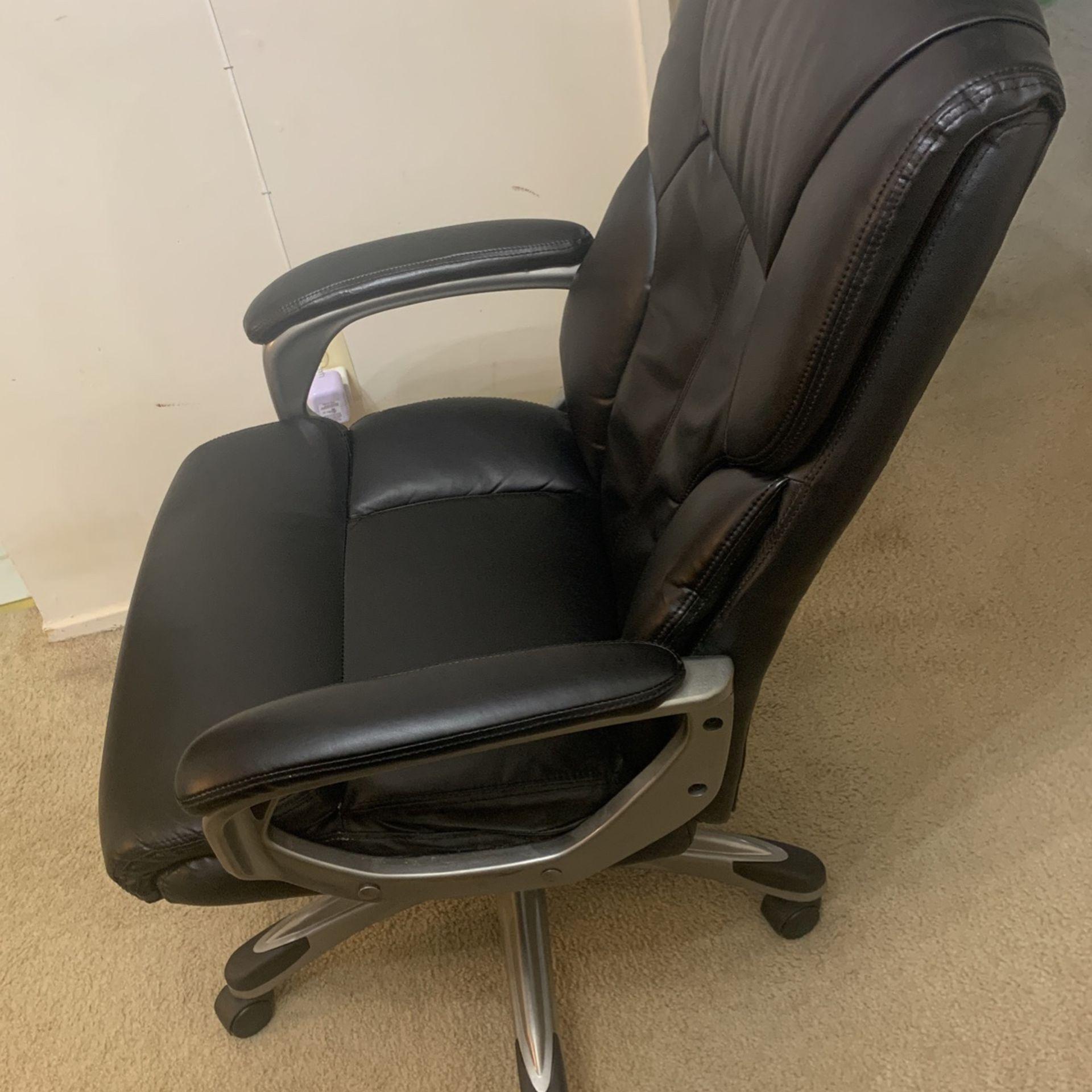 AmazonBasics High-back Executive Swivel Chair
