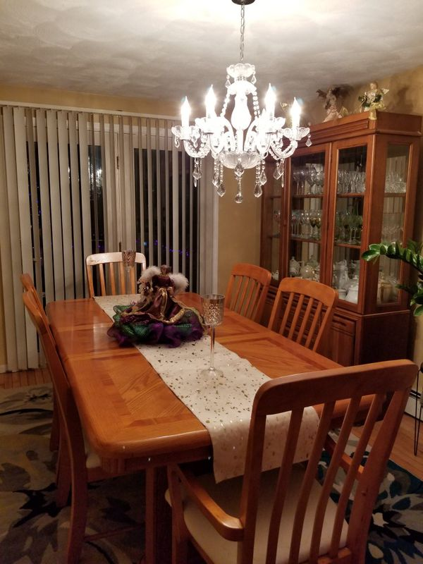 Maple Dining room table and 6 chairs. for Sale in East Providence, RI -  OfferUp