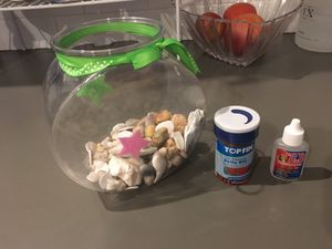 Small fish tank with fish food and Betta water conditioner for Sale in Washington, DC