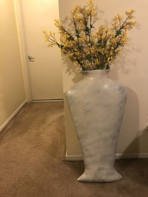"Unique slim body floral vase 35""Hx20""W interested pm me pick up in Gaithersburg md20877 for Sale in Gaithersburg, MD"