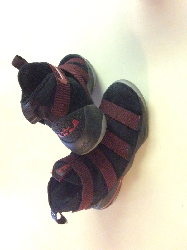 67c5991a50d NIKE LEBRON SOLDIER Youth Shoes 5.5Y for Sale in Matthews