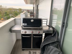 Weber 3 Burner Propane Grill with Cover for Sale in Columbus, OH