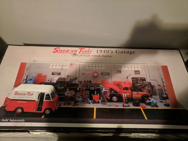 Snap on 1950s garage 1:24 diorama for Sale in Wauwatosa, WI - OfferUp