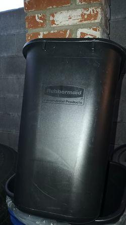 Rubbermaid trash can Thumbnail