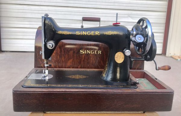 40 HAND CRANK SINGER SEWING MACHINE BENTWOOD CASE ATTACHMENTS Awesome Singer Hand Crank Sewing Machine