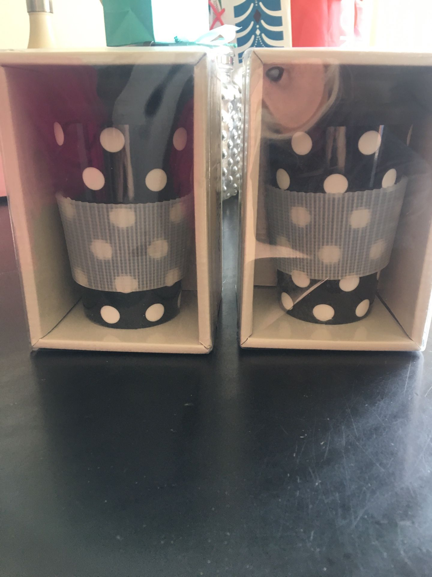 2 coffee or tea mugs