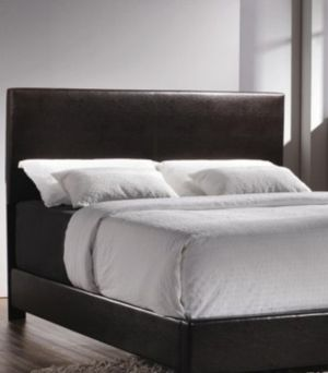 QUEEN BLACK LEATHERETTE BED FRAME BRAND NEW for Sale in Chicago, IL