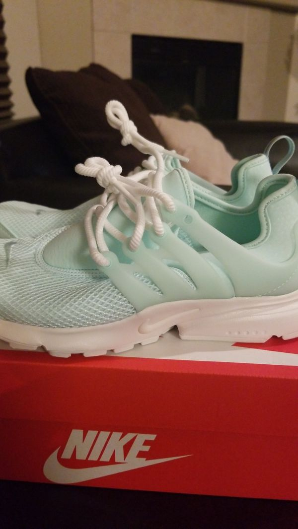 separation shoes 77f40 9df09 Womens nike presto size 6 new for Sale in Fresno, CA - OfferUp