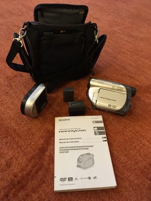 SONY HANDYCAM DCR-DVD305 CAMCORDER with 2 batteries, charger and bag for Sale in Alexandria, VA