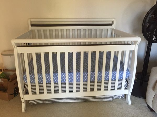 Davinci Emily 4 In 1 Cinvertible Crib With Mattress For Sale In