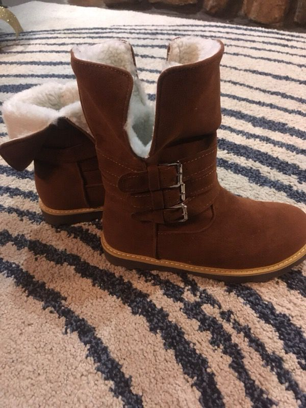 Fur buckle boots