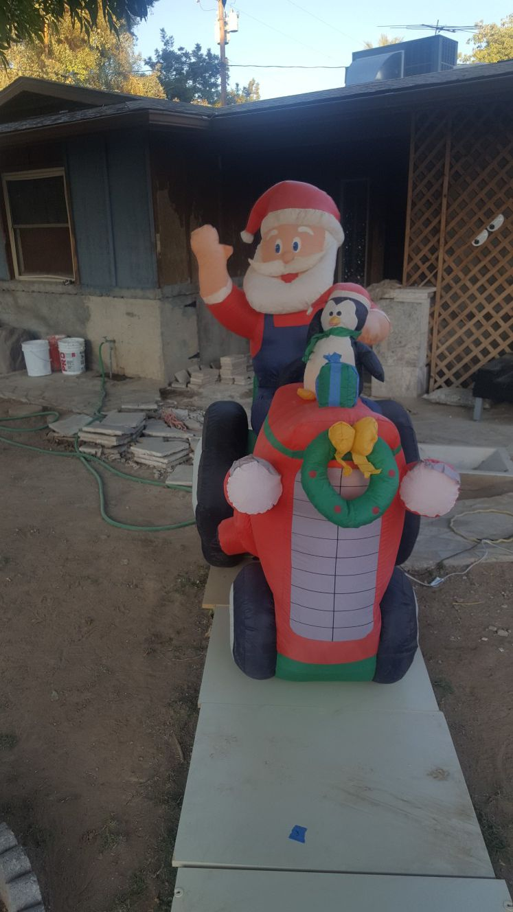 Tractor Santa xmas blowup it moves