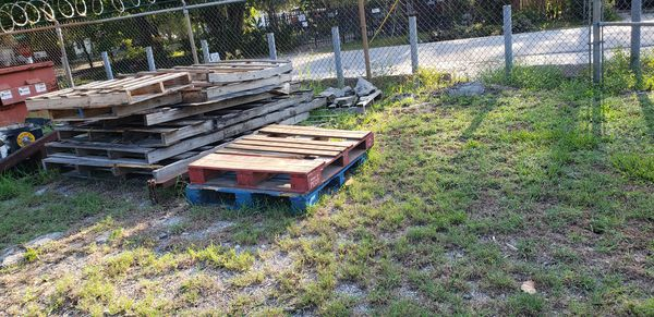 Free pallets for Sale in Houston, TX - OfferUp