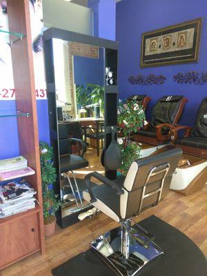 Salon station rent Herndon va for Sale in Herndon, VA