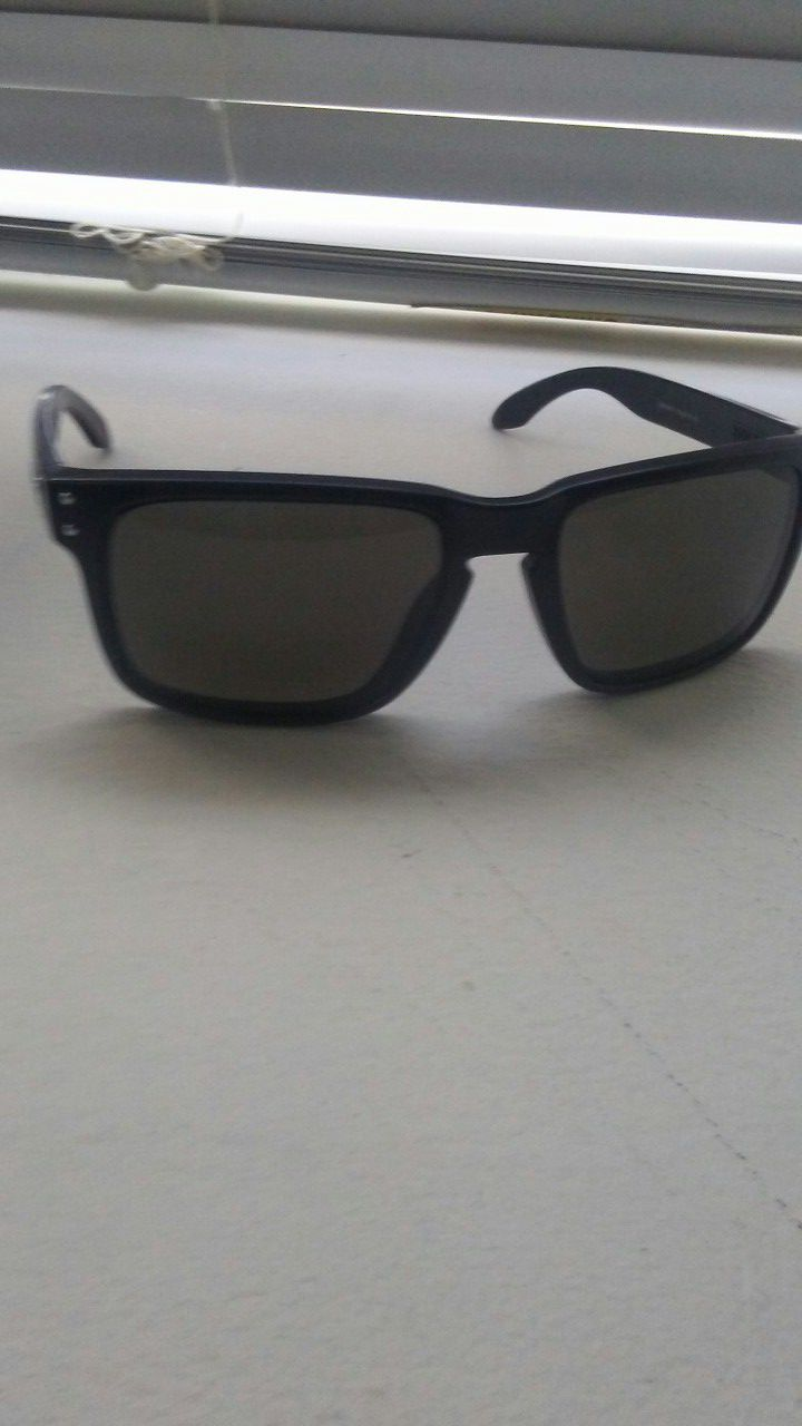 Oakley Holbrook. Clean bought them but wanted ray bands. $50