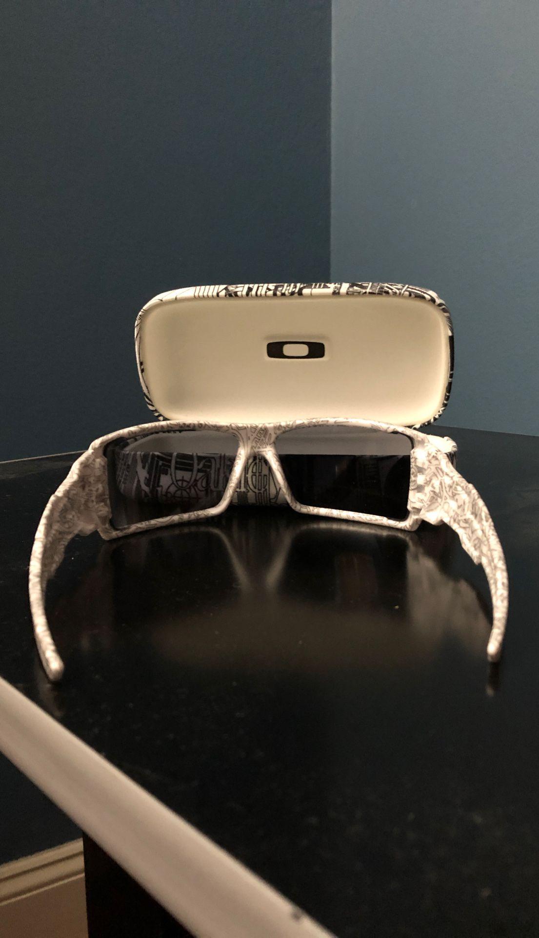 "Oakley sunglasses ""oil rig"" 100% real"