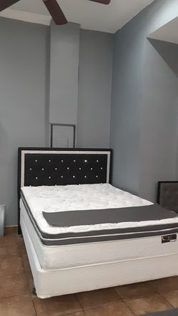 Queen bed with mattress included Thumbnail