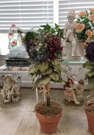 Beautiful Flower 🌺 Pot Decor. for Sale in Gainesville, VA