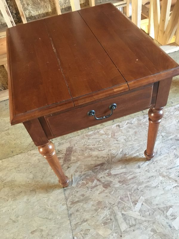 9660aea3fbe923 Ethan Allen end table for Sale in Marysville
