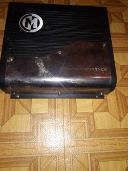 10 inch Kicker speaker and 500 watt Memphis amp and 300watt audiobahn 250 firm for all Thumbnail