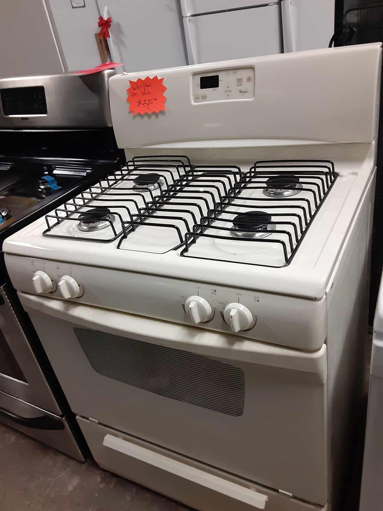 WHIRLPOOL GAS STOVE WORKING PERFECTLY 4 MONTHS WARRANTY