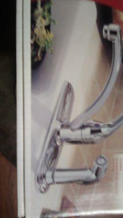 Delta single handle kithen faucet model# 340-wf Thumbnail