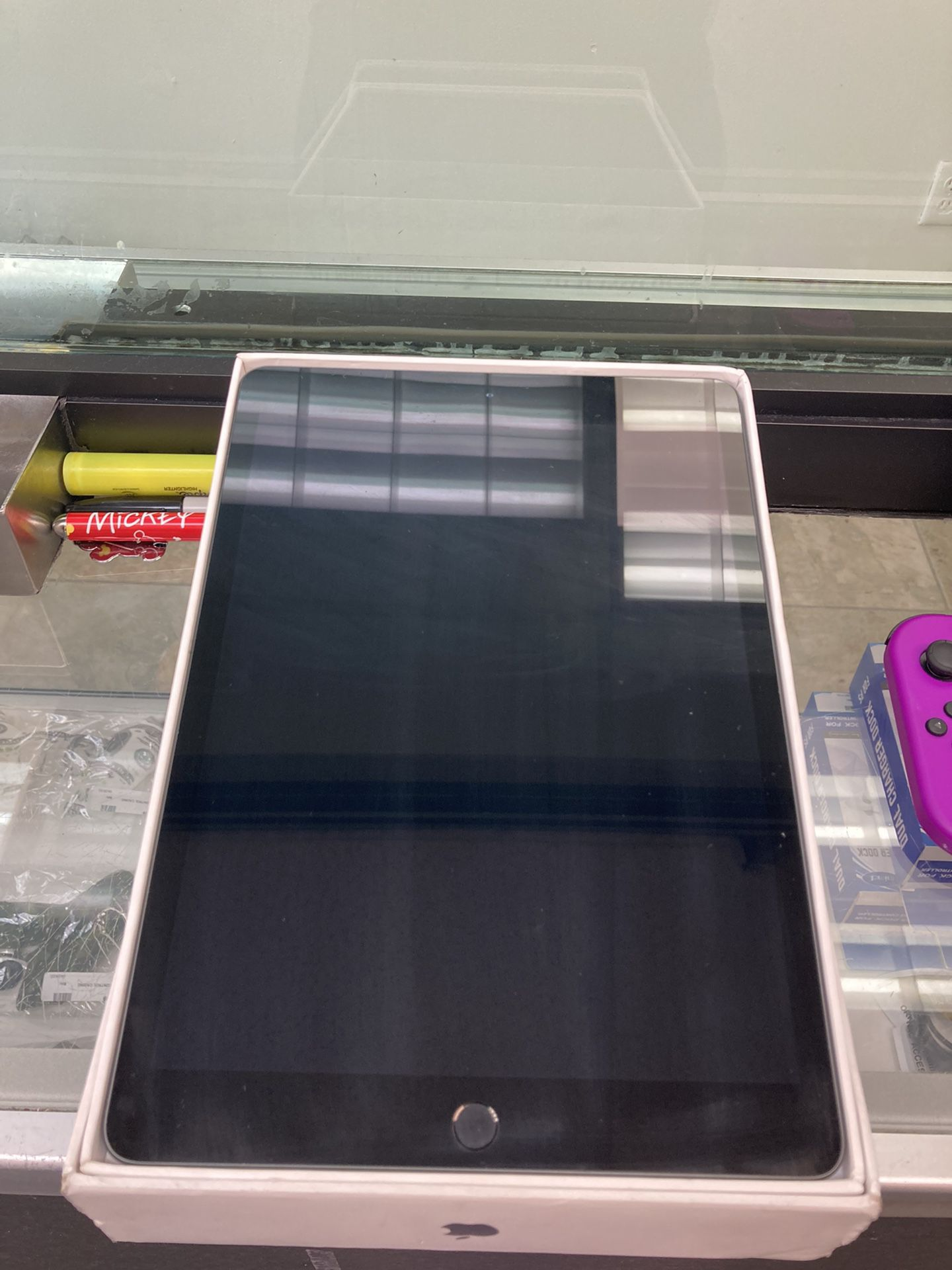 iPad 8th Gen. (128GB) *PARTS*