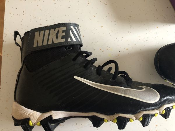 6cf18d2ba433 Nike youth football cleats. Size 5y for Sale in Litchfield, NH - OfferUp