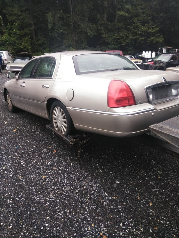03 Lincoln Town Car With 211000 Miles Needs Brakes Price Is Firm No