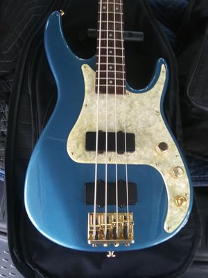 13cd922a90 New and Used Bass guitar for Sale in Tulare, CA - OfferUp