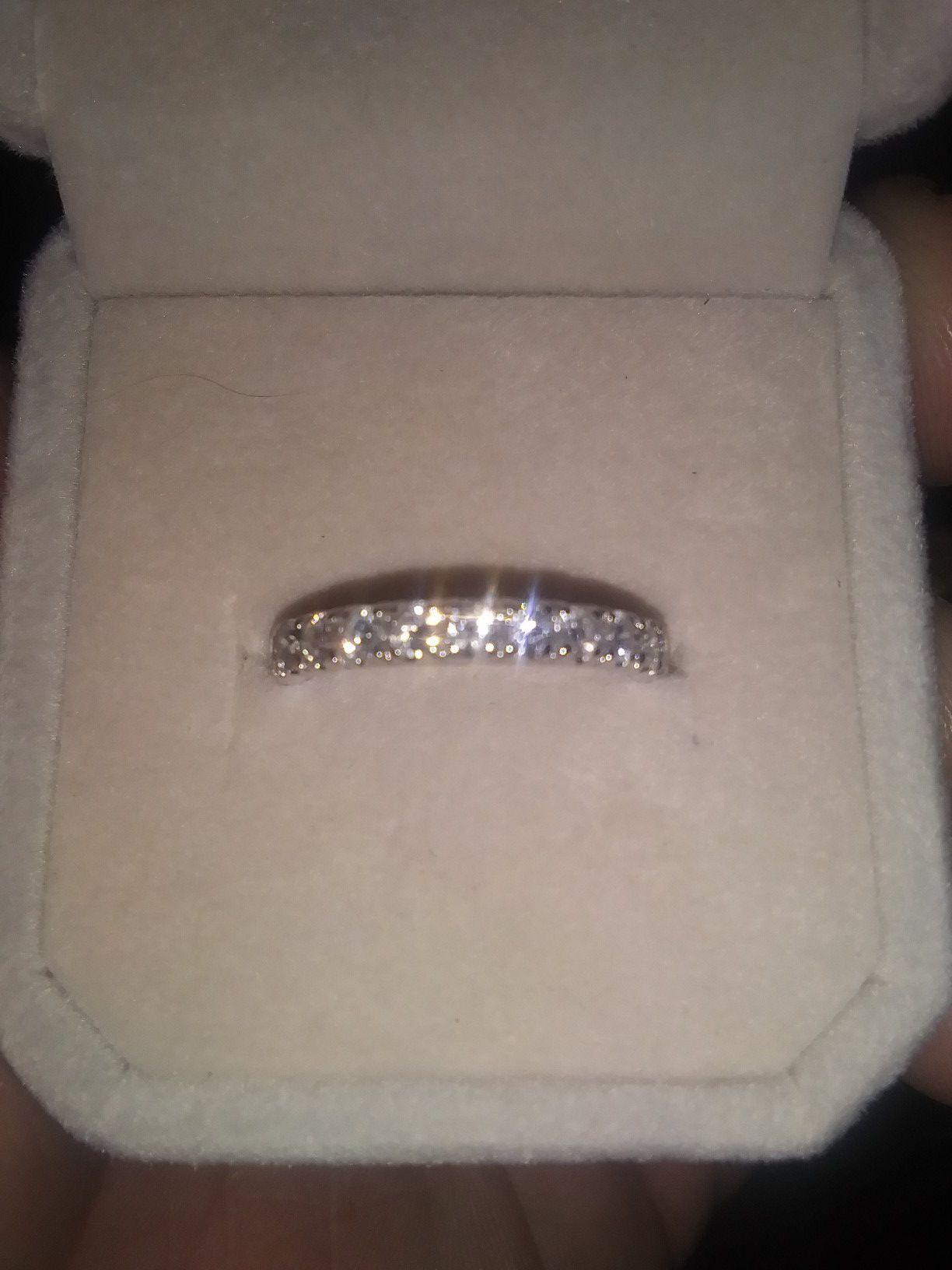 14k. 1.0 kt size 7 Wedding Ring 12 Diamonds Total
