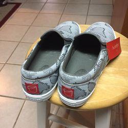 size 8.5 Bucketfeet Grey Charcoal slip-on shoes Women's Thumbnail