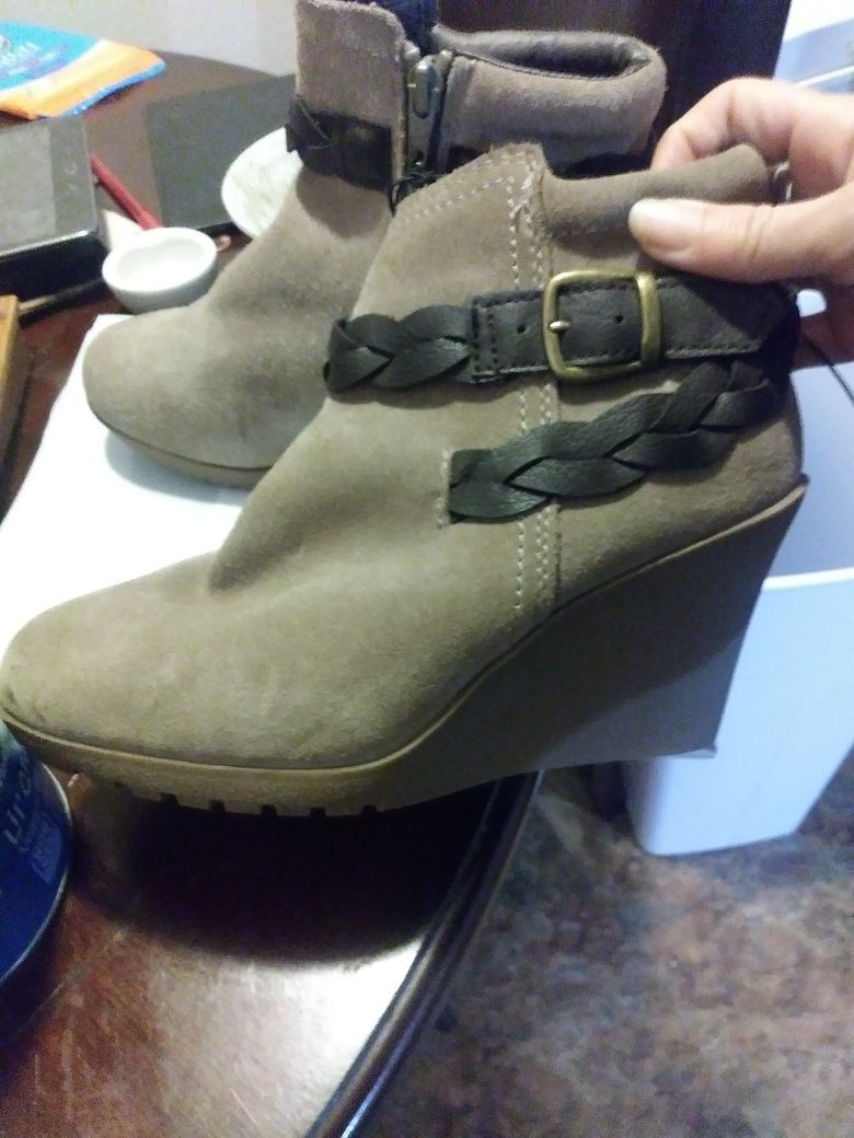 Mountain sole ankle boots