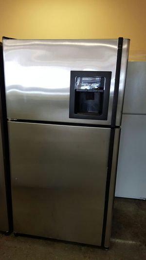 36'' Ge top freezer and bottom refrigerator STAINLESS steel. Water and ice on door for Sale in West Springfield, VA