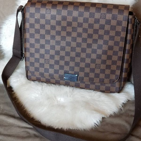 fc7b8315d1da0 Louis Vuitton Damier District MM Messenger bag N41212 for Sale in La ...