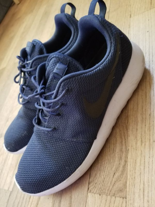 6f3175ff6c6e Navy blue and black roshes size 11 for Sale in Seattle