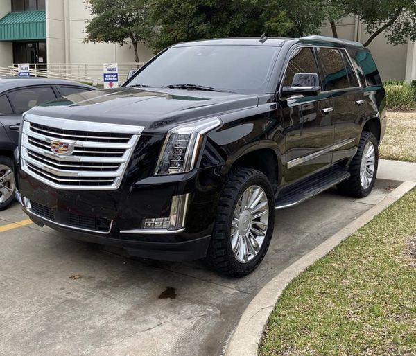 Cadillac Escalade Platinum Grill With Camara And Emblem