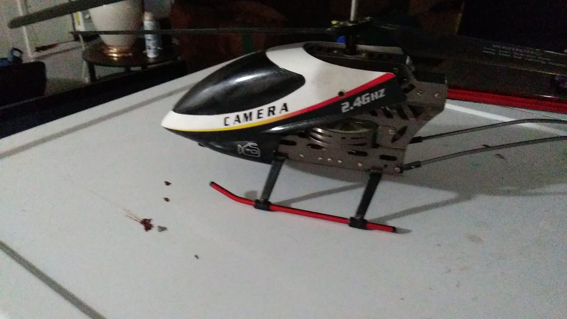 Toy helicopter with remote don't have no charger